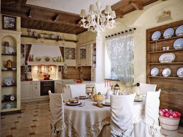 be0c5639781e Уютная кухня в деревенском стиле. Примечательны декоративные полочки из  дерева для тарелок и прочей посуды.